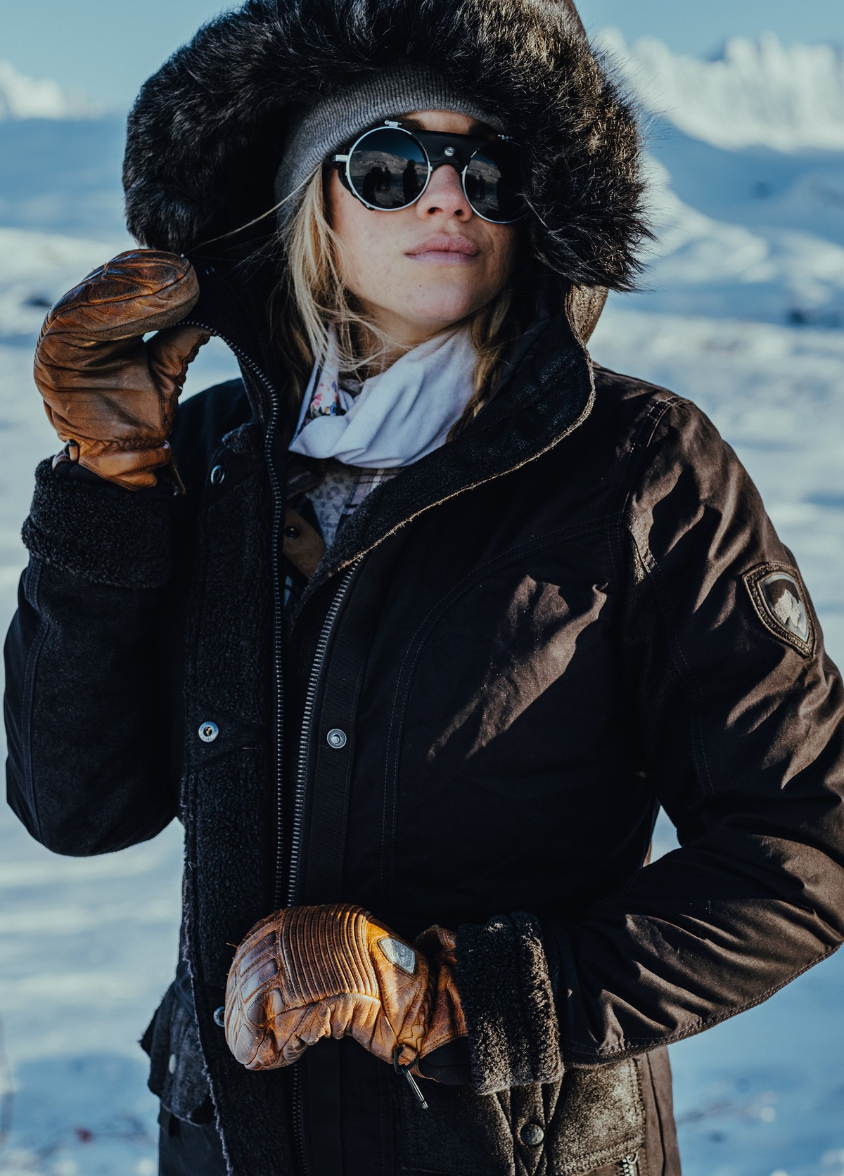 Powder image of a woman wearing W's Arktik Down Parka